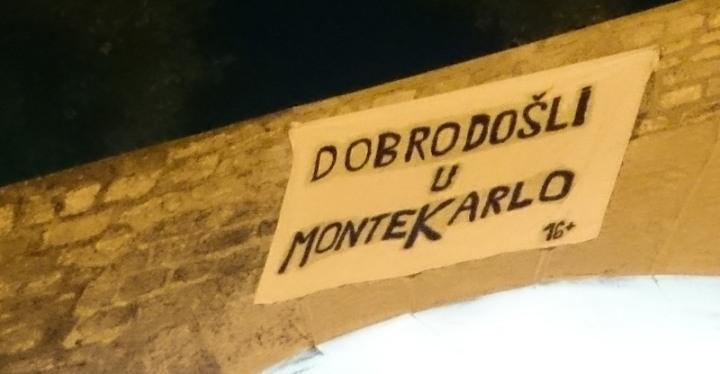 FOTO – U Zadru osvanuo transparent 'Dobro došli u Monte Karlo'